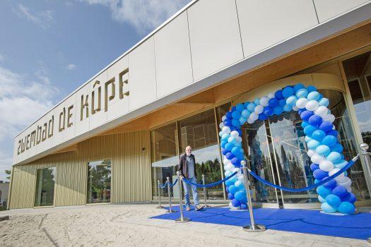 Nieuw zwembad De Kûpe in Buitenpost opent haar deuren